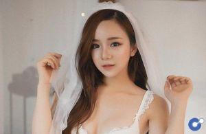 """Bộ ảnh nội y """"Thiên thần - Ác quỷ"""" mới toanh của hot girl Thủy Tiên"""