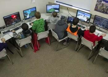 """Xuất hiện những """"Ngôi trường điện tử"""", đưa game vào để dạy kỹ năng sống và sinh tồn"""