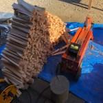 ひたすら針葉樹を割ってコレだけ出来る。