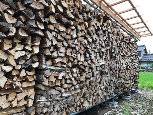 今年の冬に出荷する薪の棚がかなりヤバいことになっている件