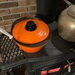1【料理や加熱に使う】煮込み料理とお湯沸かしは薪ストーブで