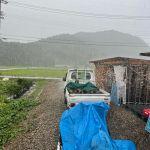 【ひどい!!】280kgの薪割り機を使って薪割り作業中にゲリラ豪雨に巻き込まれる