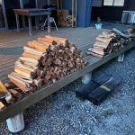 【デッキ薪】ワンダーデバイスのデッキに薪を並べる