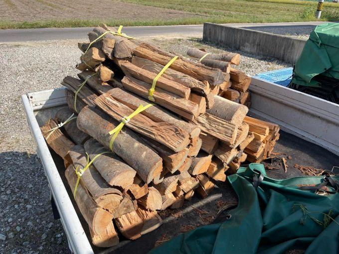 焚き火用の薪の納品