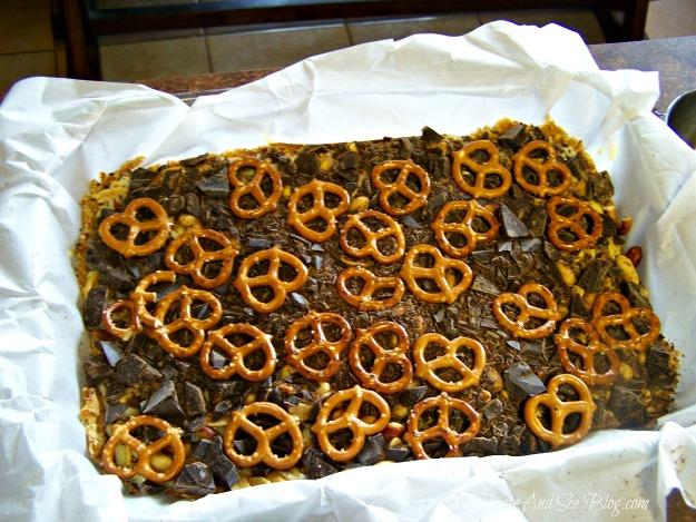 Chocolate Pretzel Cookie Bars 037