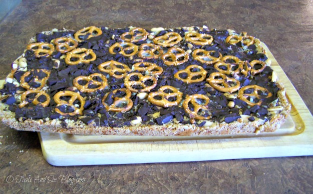 chocolate pretzel cookie bars008a