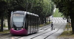 2366447 transport en commun la lointaine sortie du tunnel web