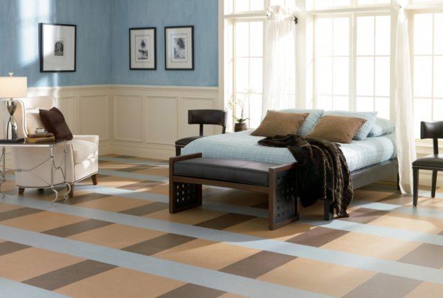 линолеум в спальне на полу
