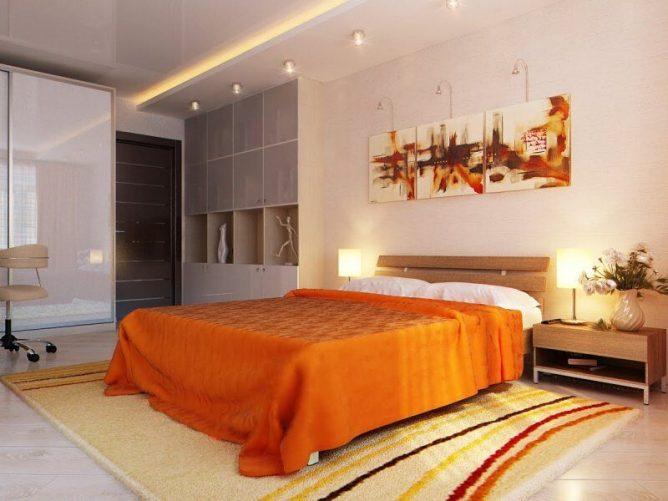 кровать в спальне с оранжевым покрывалом