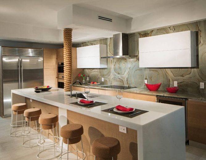 кухня Островная с колонной