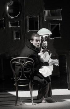 Иван Янковский в роли Максудова: Фото: www.sti.ru