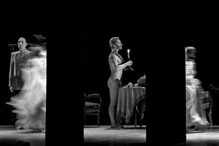 «Гамлет. Сны», Харьковский драматический театр им. Шевченко, 2002. Фотография: Владимир Луповской.