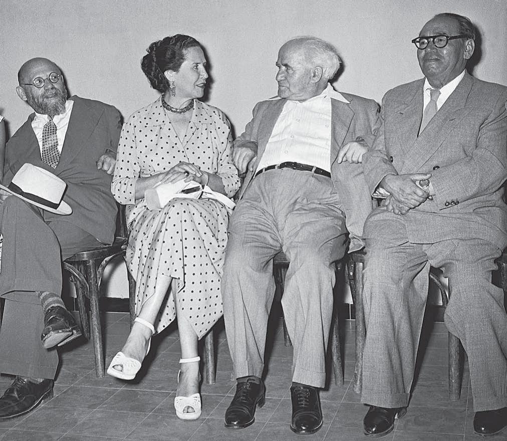 Звезда «Габимы» Хана Ровина с членами правительства Израиля. Справа от нее — премьер-министр Давид Бен-Гурион, слева — министр культуры и образования Бен-Цион Динур, крайний справа — актер и режиссер Иошуа Бертонов, июль 1953 года