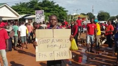 Photo of Sosu leads constituents to block Ayi-Mensah, Danfa, Otinibi road in protest