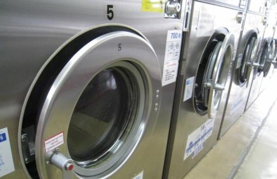 コインランドリーの洗濯機の画像