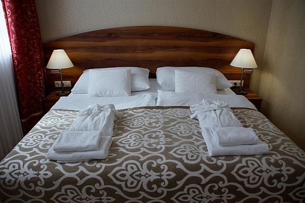 9 einfache und wirkungsvolle Feng Shui Tipps fürs Schlafzimmer - Othala