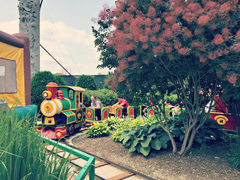 A review of Pirate Cove Theme Park in Elk Grove Village Illinois. Perfect for younger kids!