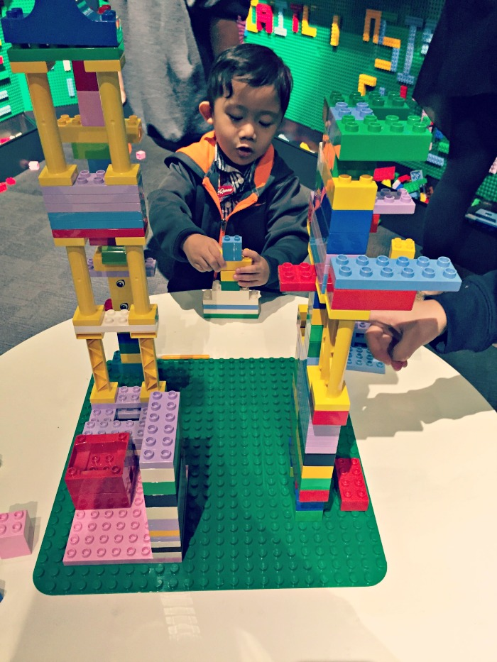 Museum-of-Science-and-Industry-Chicago-Brick-by-brick-LEGO-tables