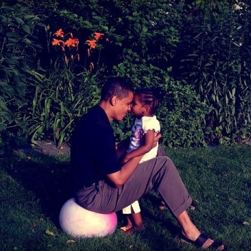 The POTUS showed us show dad love in this adorable pic of he and baby Sasha