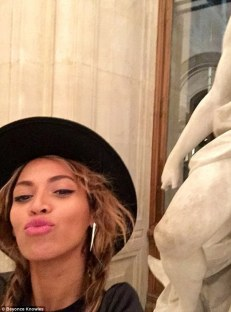 1413128024021_wps_53_Beyonc_Knowles_and_Jay_Z_