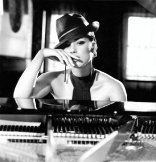 Alica on piano