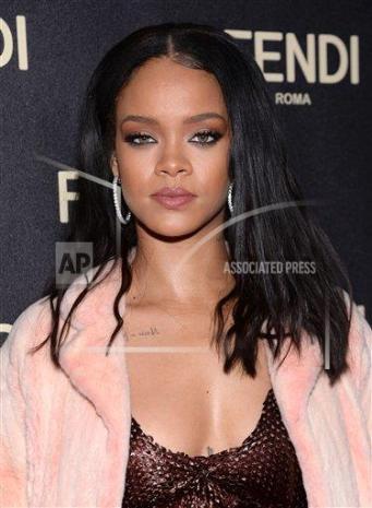RihannaFendi10
