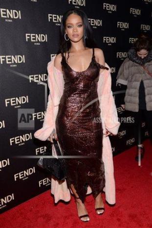RihannaFendi11