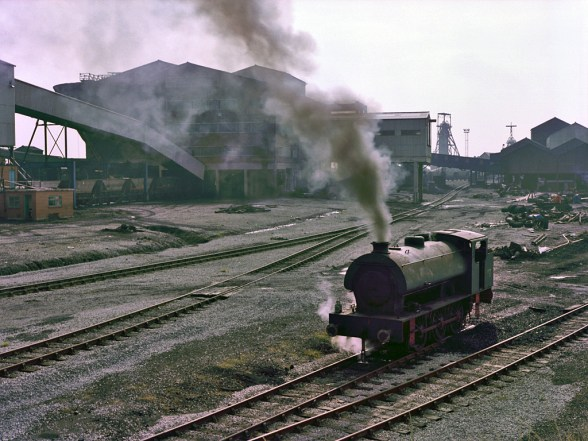 steam-engine-coal-industry-dirty-energy-mine