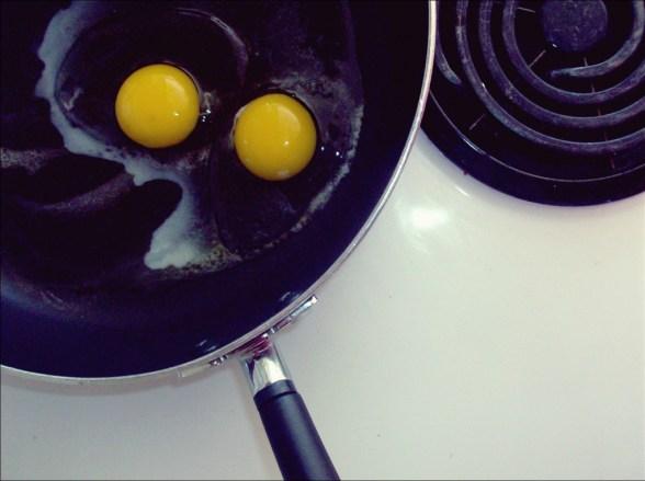 eggs-teflon-nonstick-toxic-chemical