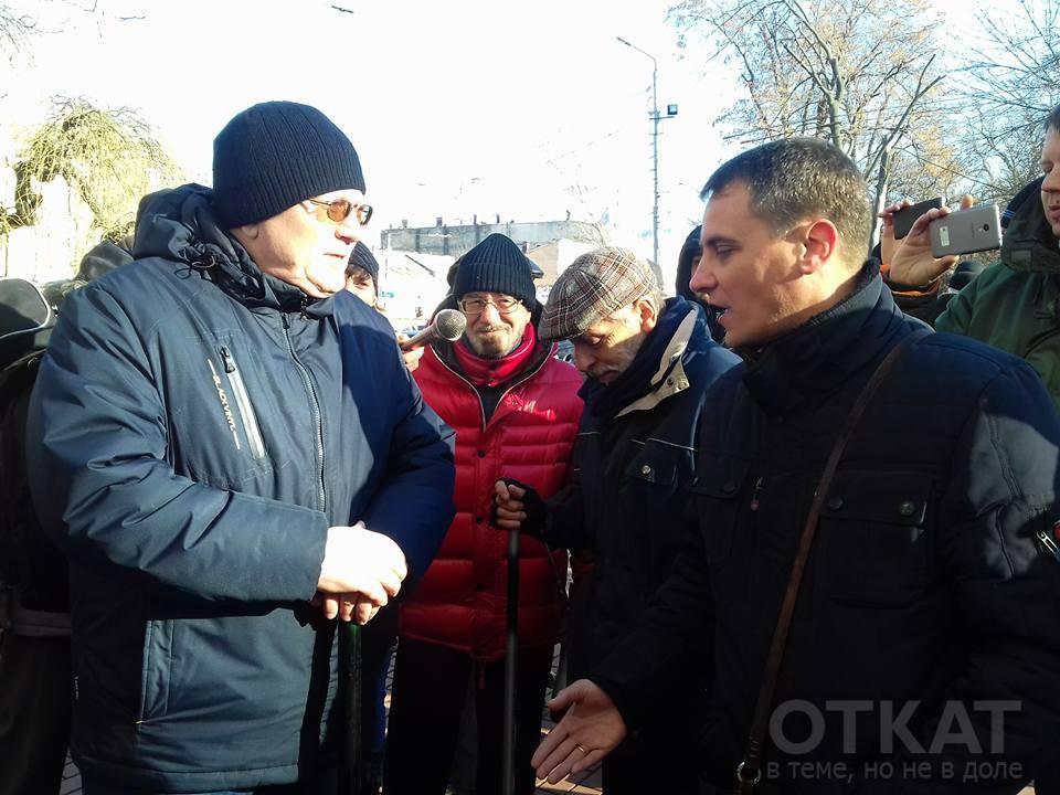На фото - главный одесский анархист Вячеслав Азаров (слева) и главный одесский свободовец Павел Кириленко (справа)
