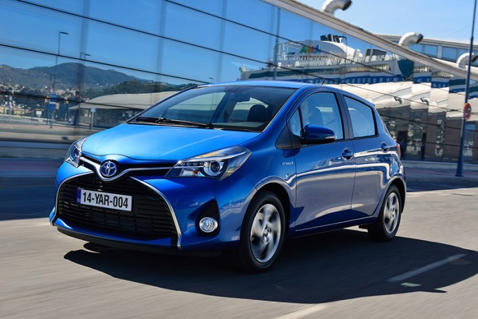 Toyota_yaris_hybrid-on