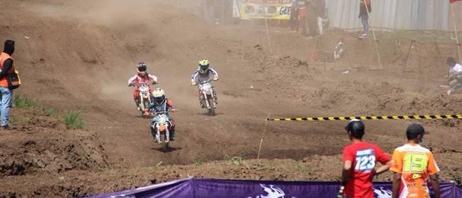 crosser-senior-asal-surabaya-meninggal-di-area-balap-motocross_m_131783.jpeg