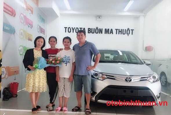Gia xe Camry lan banh tai Toyota DakLak Buon Ma Thuot otobinhthuan vn