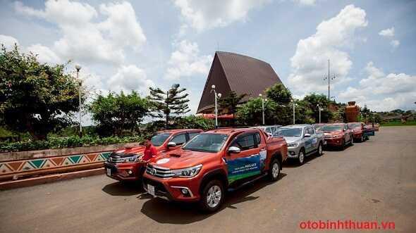 Gia xe hilux lan banh tai Toyota DakLak Buon Ma Thuot otobinhthuan vn
