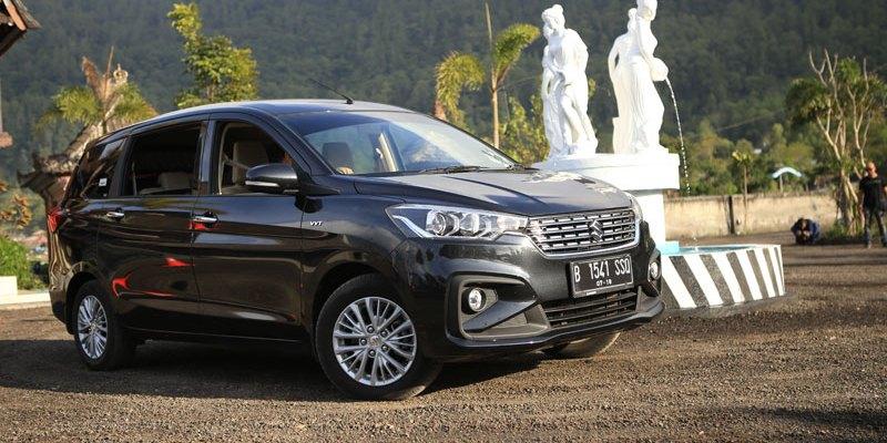 Dua Mobil Suzuki Raih Penghargaan Best LMPV dan Best Crossover