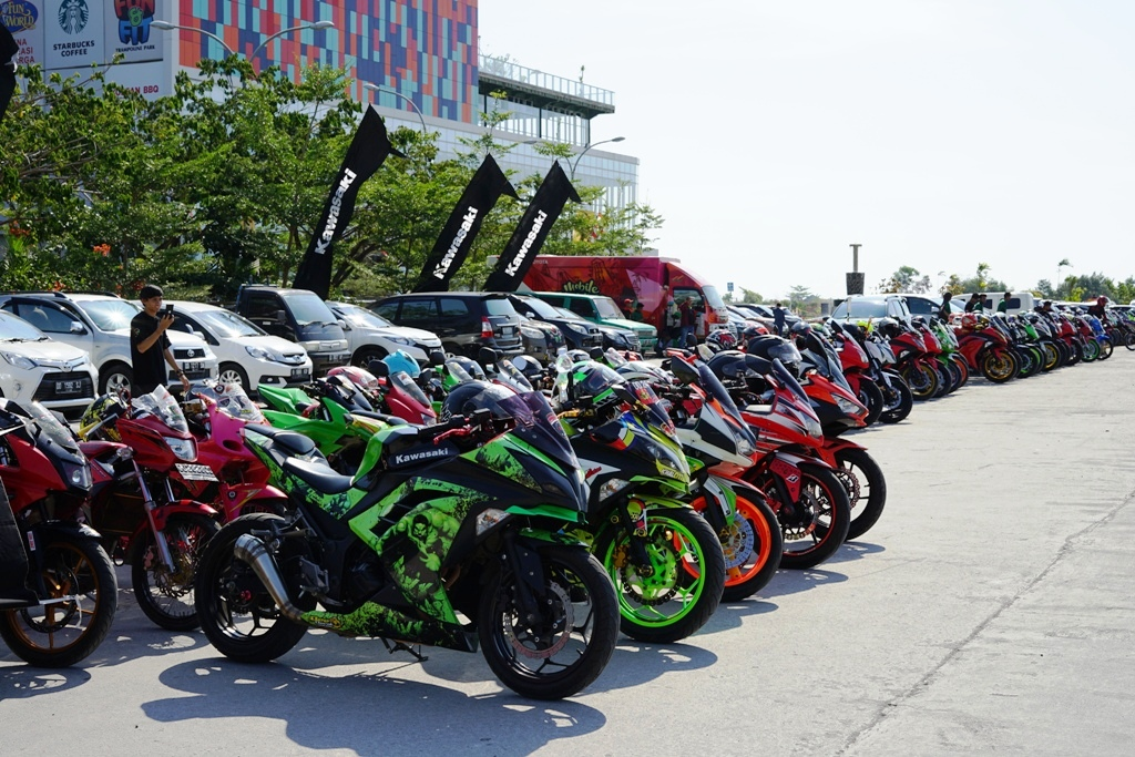 Ratusan Bikers Sambangi Kawasaki Fest Day Makassar