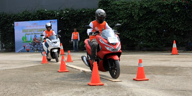 Aksi Sosial MPM Group dan FORWOT Kampanye Safety Riding