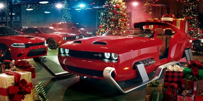 Dodge Challenger SRT Hellcat Jadi Kereta Natal