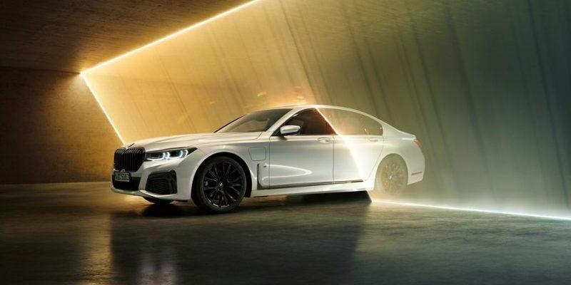 New BMW 745e, Bisa Sehemat Motor Cub!