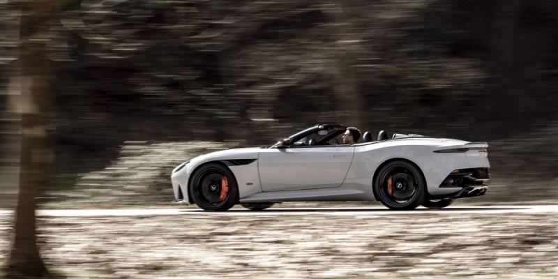 Aston Martin DBS Superleggera Volante, 340 Km/Jam Atap Terbuka!