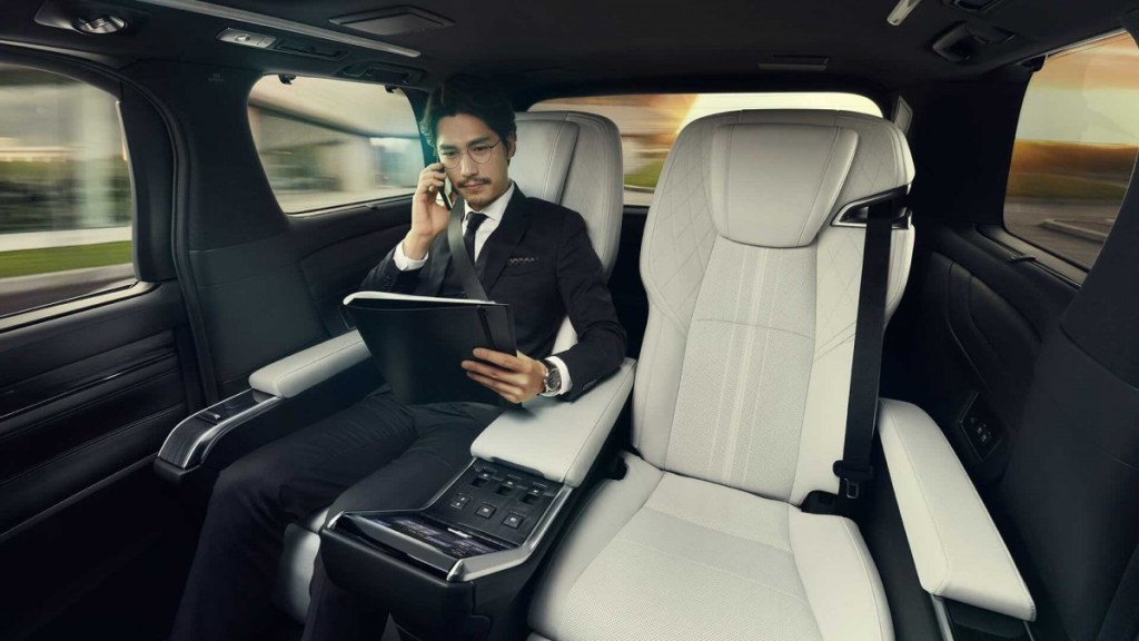 Lexus LM, Reinkarnasi Alphard Seperti Jet Pribadi