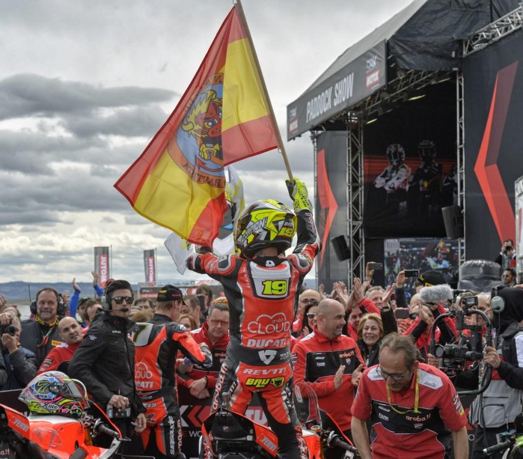 Alvaro Bautista Menangi Race 1 WSBK Aragon 2019