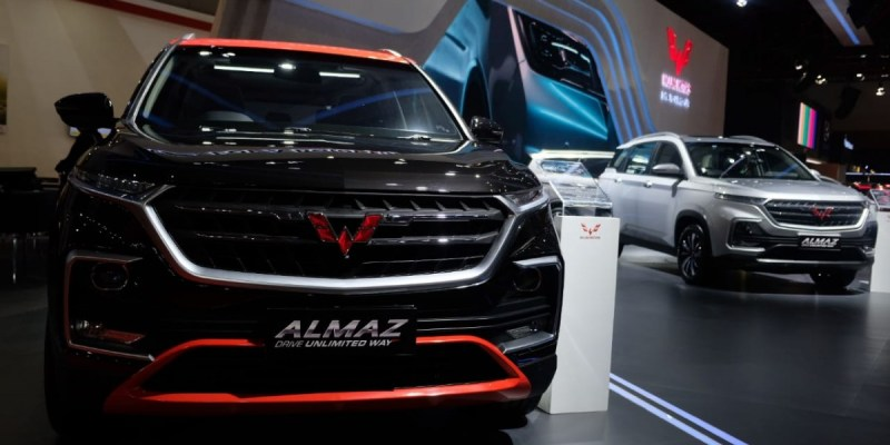 Light Dress Up Wuling Almaz di IIMS 2019