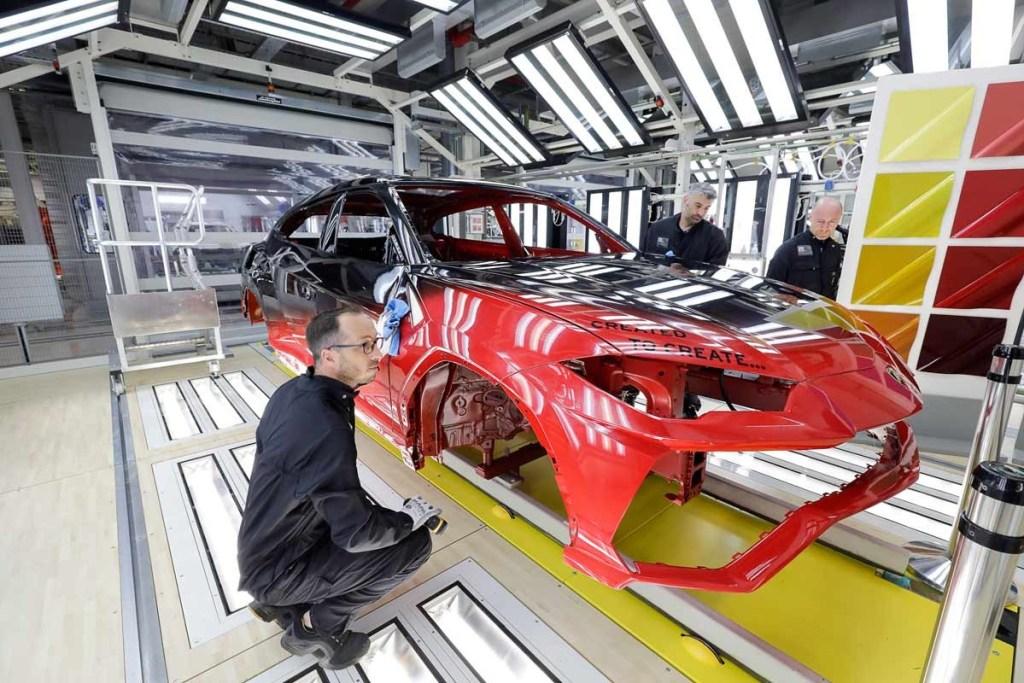 Lamborghini Urus, Ini Proses Pengecatan Canggih