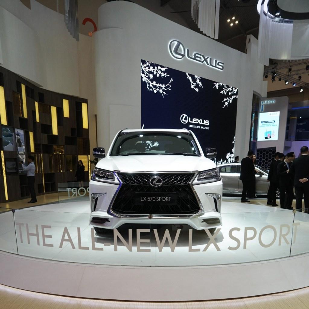 Deretan SUV Lexus Menggoda Pengunjung GIIAS 2019
