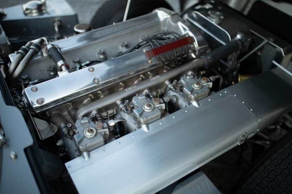 Jaguar E-Type Low Drag Coupe, Replika Sempurna