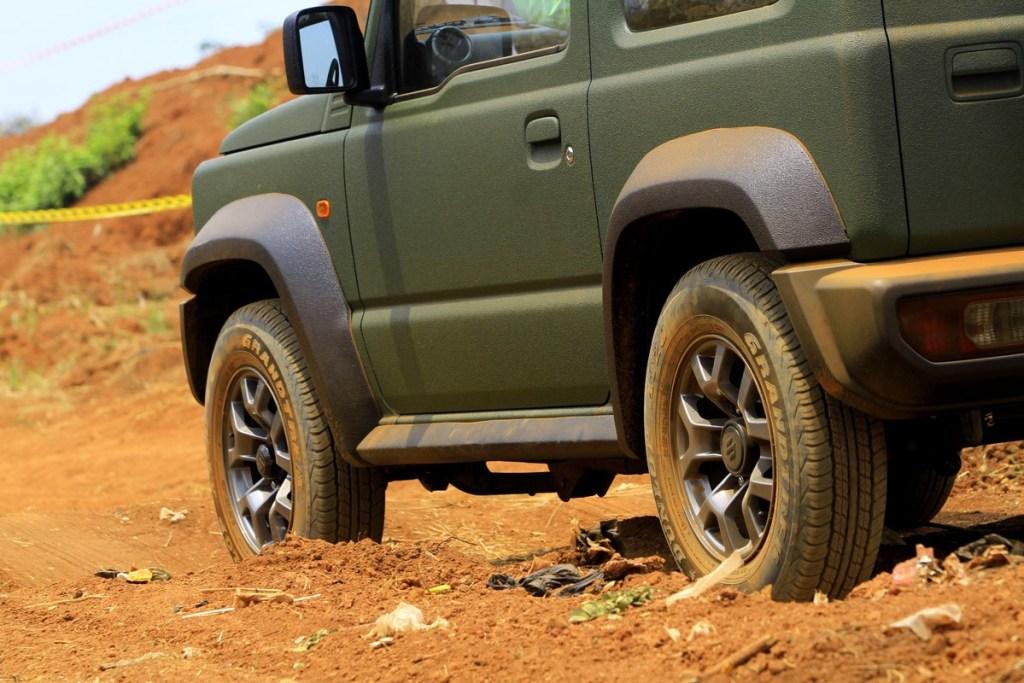 Suzuki Jimny, Perpaduan Desain Ikonik dan Fitur Fungsional