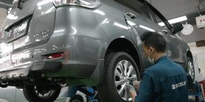 Begini Cara Kencangkan Mur Roda Mobil yang Benar