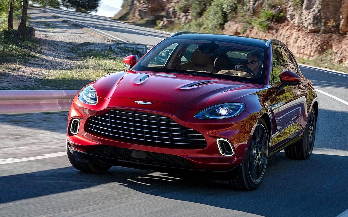 Aston Martin Targetkan Penjualan 4.000 DBX Tahun Depan