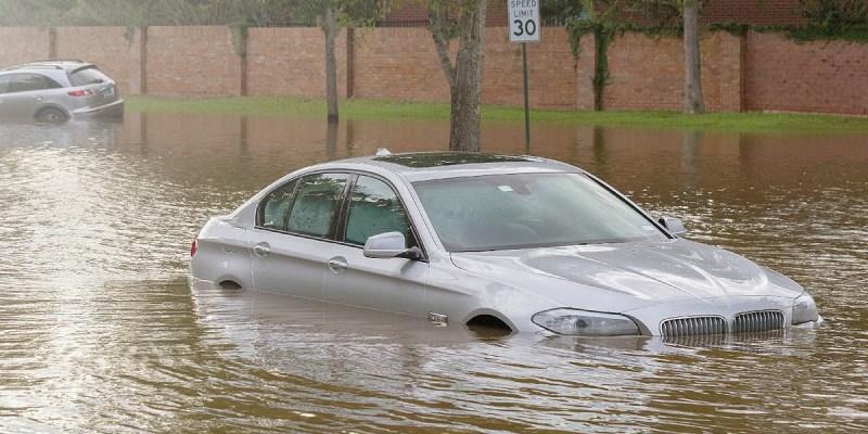 Tips Penanganan Awal Mobil Matik yang Kebanjiran